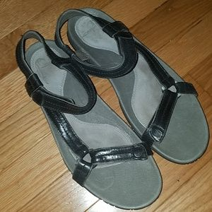 LIKE NEW Black leather Teva sandals